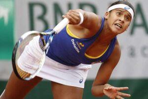 Teliana Pereira não foi capaz de fazer frente a Serena Williams no confronto válido pela segunda rodada de Roland Garros