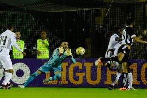 Santos sofreu empate no fim do jogo