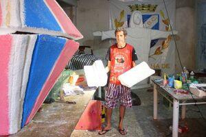 É nos fundos da casa do artista plástico que nasce o cenário de uma das maiores quadrilhas do estado de São Paulo