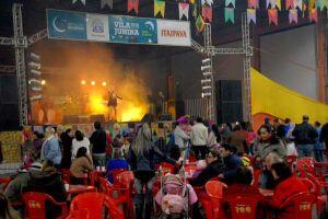 Festa Junina de PG começa com show e comidas típicas