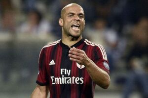 O vínculo do atleta de 33 anos com o Milan (ITA) termina no fim de junho