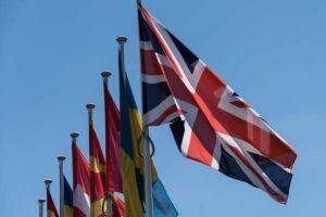 População do Reino Unido decide amanhã (23) sobre permanência na União Europeia. Na foto, bandeiras de países-membros da UE