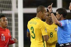 Juiz uruguaio validou gol de mão do Peru, que eliminou o Brasil da Copa América