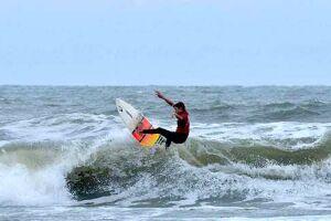 Circuito contou com a participação de surfistas locais e de outras cidades da Baixada Santista