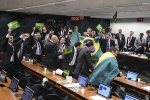 A comissão especial do impeachment no Senado reduziu em vinte dias o prazo para a tramitação do processo contra a presidente afastada Dilma Rousseff
