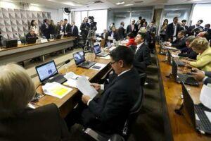 Comissão no Senado analisa processo de impedimento de Dilma Rousseff e aguarda entrega da defesa prévia