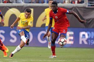 A Seleção foi muito superior ao adversário e fez três gols no primeiro tempo, com Philippe Coutinho (duas vezes) e Renato Augusto