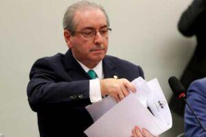 Cunha estuda pedir anulação da sessão que aprovou parecer por sua cassação