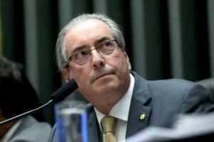 Assessoria diz que Cunha aguarda teor do pedido de prisão para se pronunciar