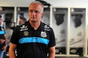 O treinador do Santos, no entanto, descartou uma possível sondagem e disse que permanecerá no comando do Alvinegro Praiano