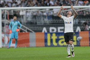 Giovanni Augusto marcou o gol da vitória corintiana
