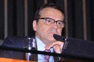 Ministro Henrique Alves pede demissão do cargo