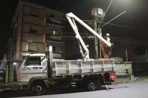 Renovação da iluminação segue em três bairros