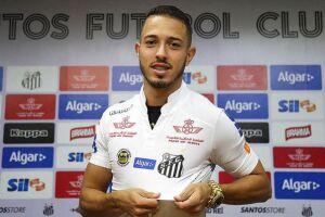 Recém-chegados ao clube, o meia Jean Mota e volante Yuri foram relacionados para o duelo em Recife
