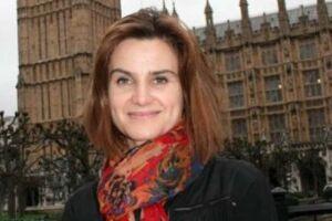 A deputada britânica Jo Cox, de 41 anos, foi ferida a tiros nesta quinta-feira (16) em Birstall, no norte da Inglaterra