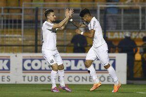 Lucas Lima e Gabriel se reapresentaram ao Santos nesta terça-feira à tarde, no CT Rei Pelé
