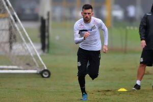 Lucas Lima começa a partida no banco de reservas