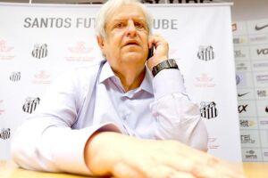 O mandatário não quer abrir mão dos seus principais jogadores e ignora investidas de grandes clubes europeus