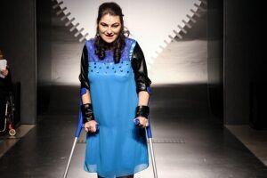 Santos recebe desfile com roupas adaptadas para pessoas com deficiência
