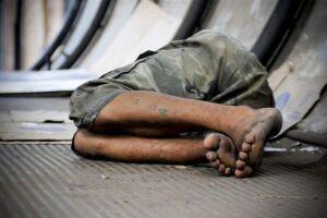 A remoção das camas, sofás e barracas só pode ser feita por agentes das subprefeituras ou contratados