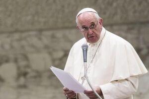 O papa Francisco convocou seus seguidores a ajudarem os refugiados que fogem das guerras em seus países de origem