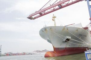 A greve geral foi definida pelas federações dos trabalhadores portuários e avulsos que alegam descumprimento da lei do setor por empresários marítimos