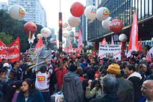 A Avenida Paulista foi tomada por milhares de pessoas que protestaram contra o o governo e o processo de impeachment da presidenta afastada Dilma Rousseff