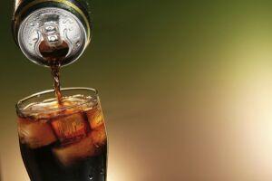 A Coca-Cola Brasil, a Ambev e a PepsiCo Brasil deixarão de vender refrigerantes às escolas com alunos de até 12 anos