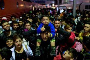 Refugiados buscam ajuda na Europa