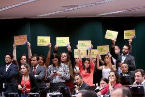 O Conselho de Ética da Câmara dos Deputados aprovou o pedido de cassação do mandato do presidente afastado da Casa, Eduardo Cunha