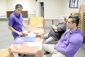 Eleição, com chapa única, começou ontem; apuração dos votos terá início por volta das 19 horas. O presidente José Maria Félix (na foto, votando) disputa a reeleição