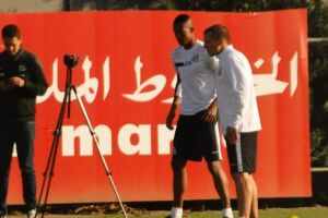 O atacante Jonathan Copete fez o seu primeiro treino com bola no gramado do CT Rei Pelé