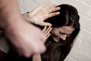 Uma em cada 5 mulheres de até 18 anos já foi vítima de violência no mundo