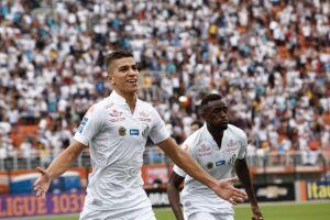 Vitor Bueno abriu o placar para o Santos