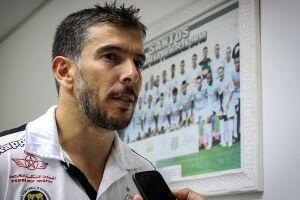 Leandro Donizete pode vestir a camisa do Santos pela primeira vez neste domingo (12)