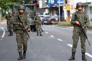 Os efetivos do Exército, da Marinha e da Aeronáutica continuarão reforçando o policiamento nas ruas de Vitória