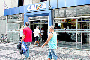 Quem é correntista da Caixa teve o dinheiro depositado na última terça-feira (14) na conta-corrente