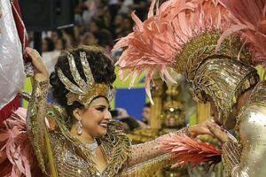 O primeiro dia de desfile das escolas de samba de São Paulo se encerrou na manhã deste sábado (25)