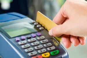 A taxa de juros do rotativo do cartão de crédito subiu e bateu novo recorde no início deste ano