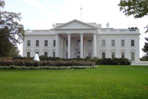 """A Casa Branca primeiramente se referiu à decisão do juiz como """"ultrajante"""", mas depois retirou essa palavra da nota"""