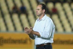 Com gol de Gilberto, São Paulo avançou na Copa do Brasil e Ceni comemorou sua primeira vitória como técnico