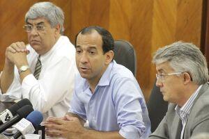 Acompanhado pelo secretário de Gestão, Cacá Teixeira e de Finanças, Maurício Franco, a única garantia dada aos servidores pelo prefeito foi o pagamento da PDR