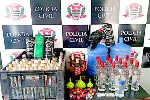 A produção de bebidas destiladas adulteradas era realizada na garagem de uma casa