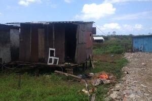 No crime mais recente, em São Vicente, balconista foi achada ao lado do barraco onde morava com o companheiro