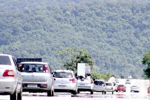Apesar da movimentação, o trânsito flui normalmente nas duas direções em todas as rodovias do Sistema Anchieta-Imigrantes (SAI)