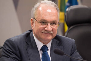 O juiz federal Sérgio Moro divulgou nota elogiando o ministro do STF Luiz Edson Fachin