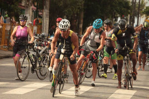 O Triathlon Internacional de Santos chega à sua 26ª edição no domingo (12)