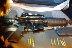 O fuzil recolhido, de origem norte-americana, é de calibre .223/5.56