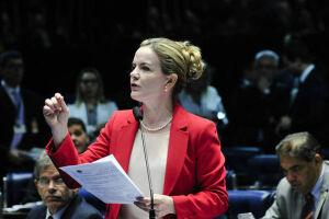 Gleisi Hoffmann (PR), se declarou impedida para votar na indicação de Alexandre de Moraes ao cargo de ministro do Supremo Tribunal Federal (STF)