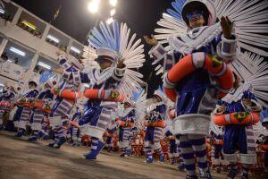 Desfile da escola de samba Mangueira, pelo grupo especial, no Sambódromo